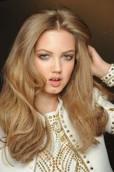 A dark blonde hair looks amazing with light blue eyes and slightly tanned skin👄