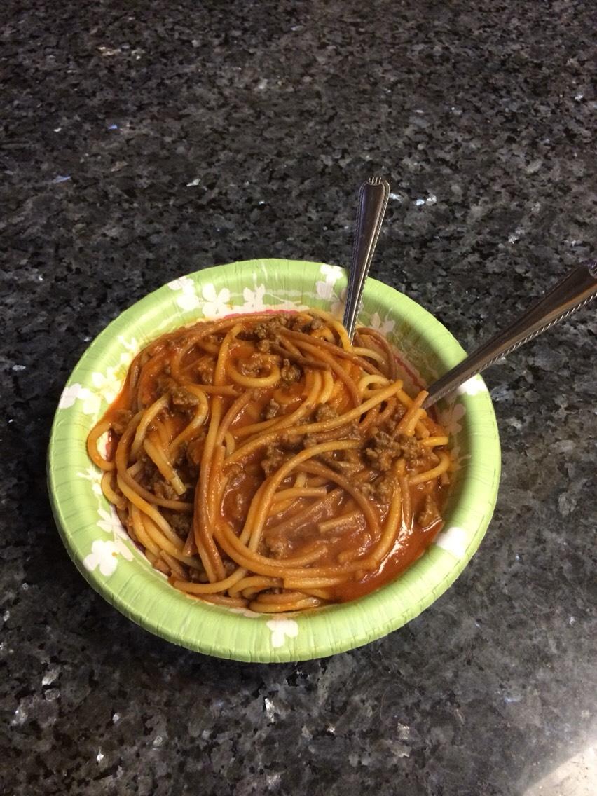 You will need:  1 pound spaghetti 24 ounces tomato sauce 2 tablespoons onion powder Salt to taste 1 tablespoon vegetable oil 1-2 pounds ground beef