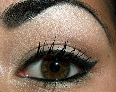 You can connect your bottom waterline eyeliner to your normal eyeliner to make your eyes look bigger.
