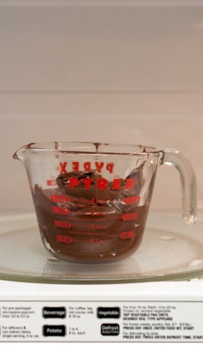 6. Microwave the Nutella for about 1 min, stopping every 15 sec to stir. The Nutella should be loose and creamy.
