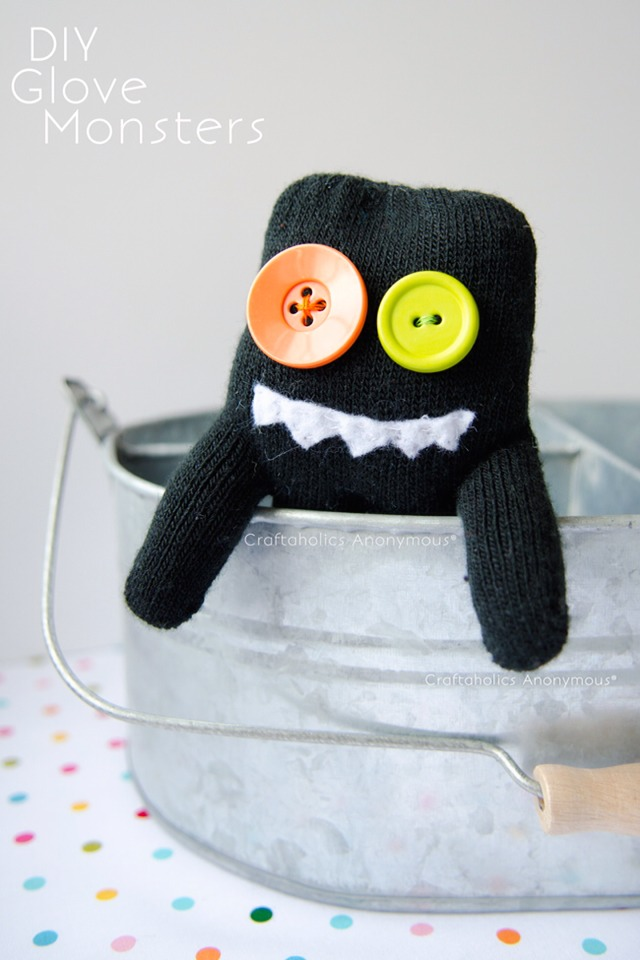 Give these cute little glove monsters to some cute kids you know and it will make their day! Aaaand, you'll have a few less single gloves to worry about!  Great gift for valentine classmate