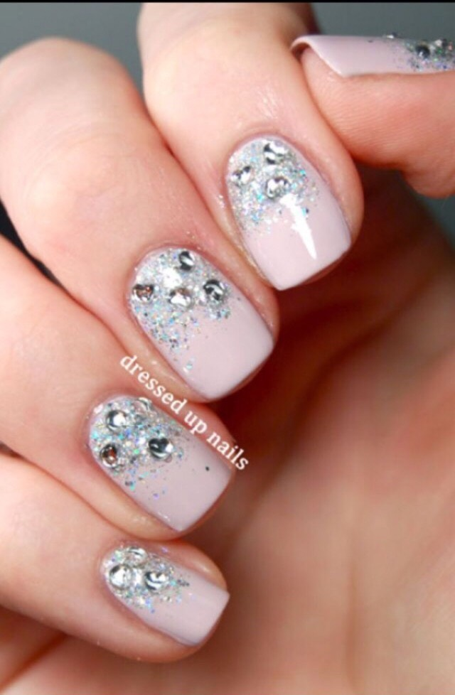 13. SPARKLING NAILS FOR ANY DAY