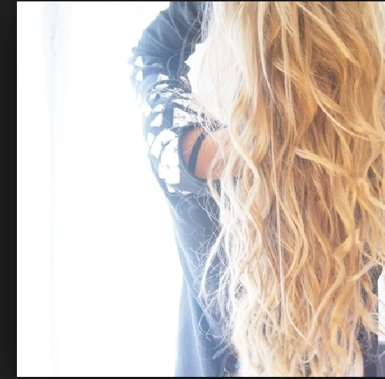 These are the type of waves or loose curl you can get from a French braid, with moose of course! I love this look!