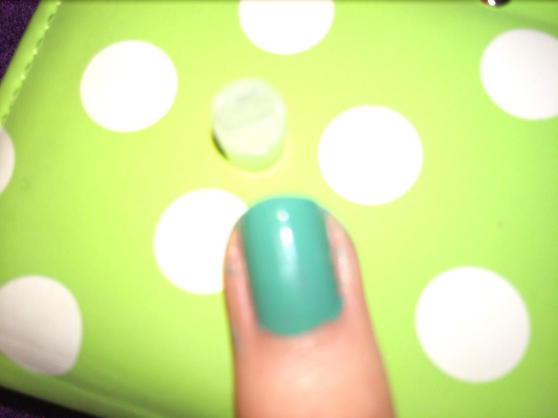 First paint your nails a green colour.