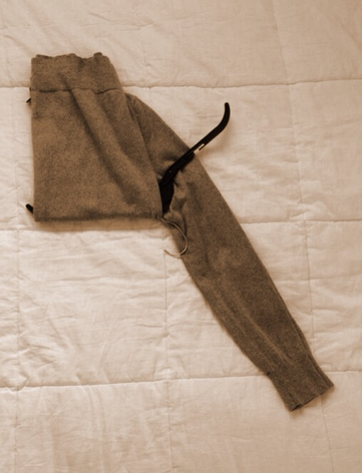 --> Fold the waist over one side of the hanger.