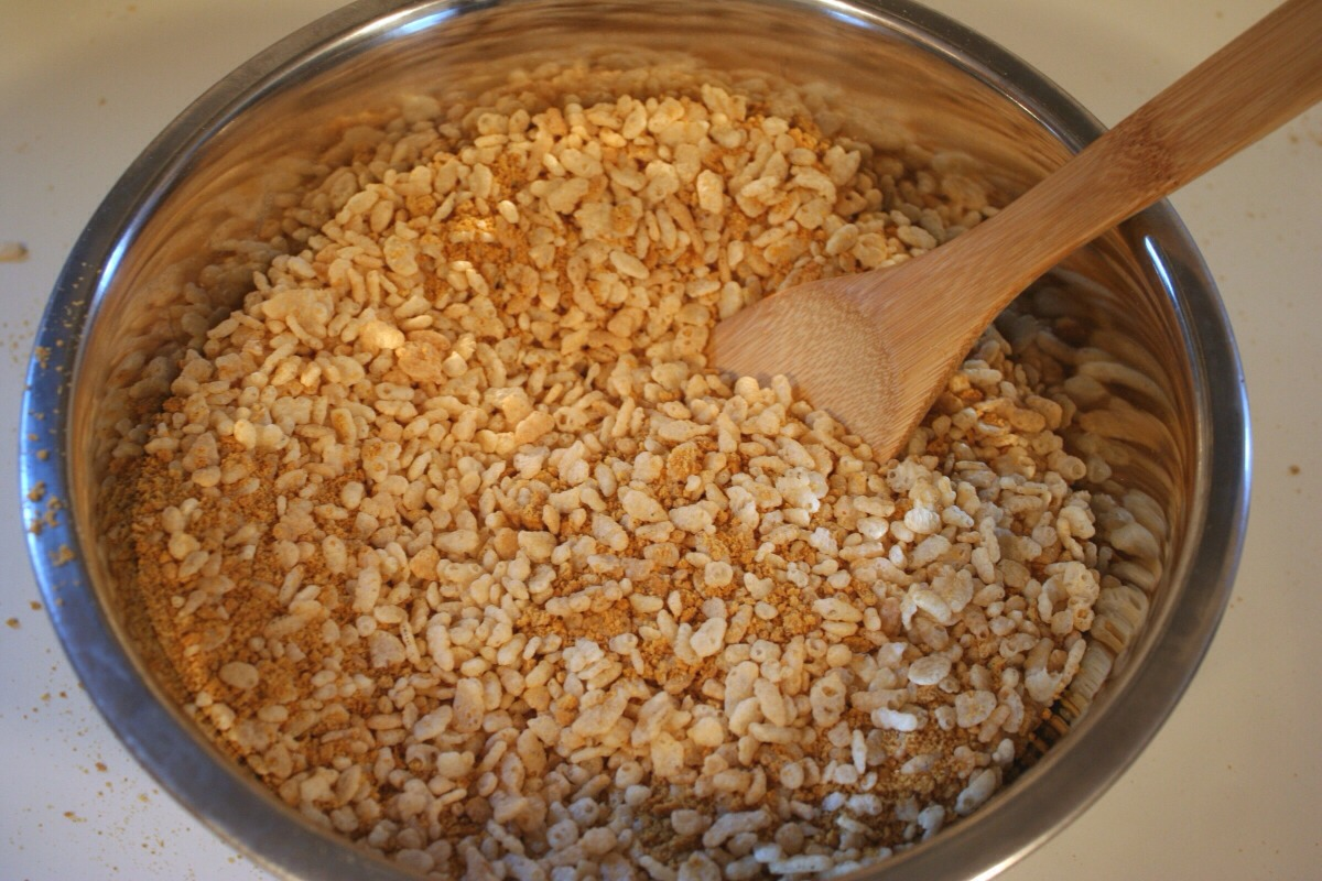 Last you will roll your bananas on the Rice Krispies. That's it your done enjoy.  Plz 👍/💾thnx