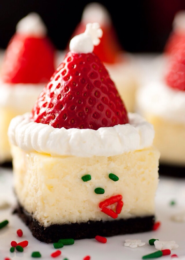 Ingredients 18 Oreos finely crushed to about 1 3/4 cups* 2 1/2 Tbsp butter, melted 2 (8 oz) pkg cream cheese, softened 1/4 cup + 2 Tbsp granulated sugar 2 eggs 1/2 tsp vanilla extract 1 1/3 cups white chocolate chips 1/2 cup + 1/3 cup heavy cream, divided 25 strawberries 2Tbsp powdered sugar