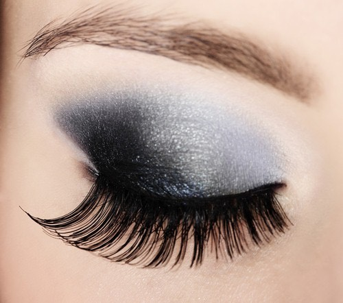 If the mascara is too clumpy, add half a teaspoon of Vaseline or baby oil.