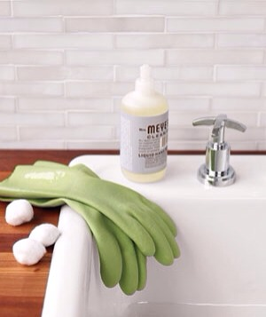 James Baigrie Cotton Ball as Rubber Glove Protector For leak-resistant gloves at your fingertips, push one cotton ball into the end of each finger of a dishwashing glove to keep sharp nails from splitting the rubber.