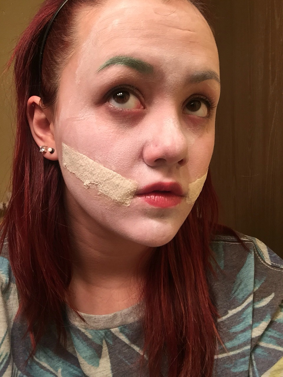 Green eye shadow for eyebrows and liquid latex for the scars