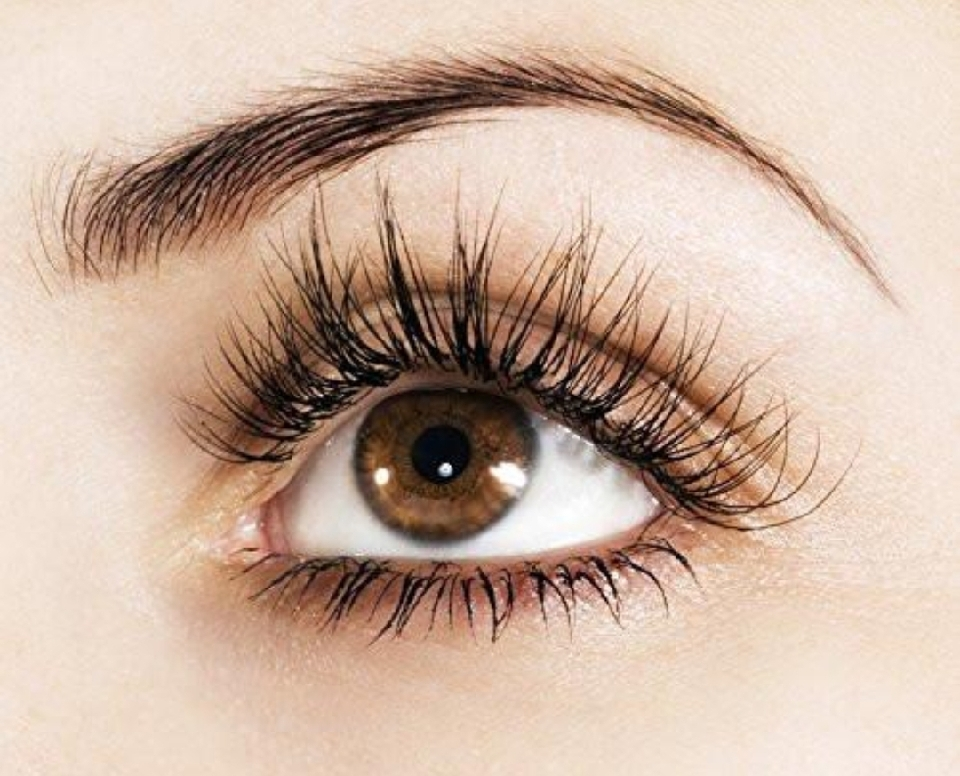 Want longer lashes quick ? Vaseline or petroleum jelly isnt working ?? Try this mixture to achieve longer lashes fast !