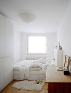Small bedroom? White theme? This is the perfect idea!😊 White rug, white cupboards ☁️