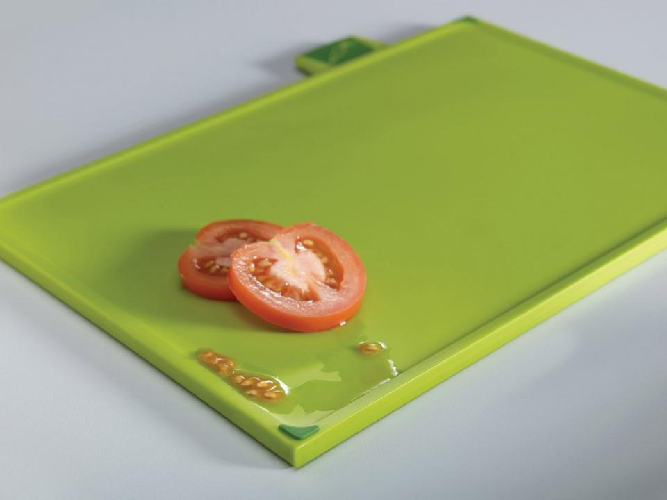 The vegetables board offers a sloping rim for catching food and juice.  http://homegadgetsdaily.com/joseph-joseph-index-and-chopping-board-set/