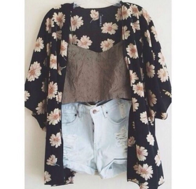 The floral cardigan is something I wish hung in my closet for the longest time😼
