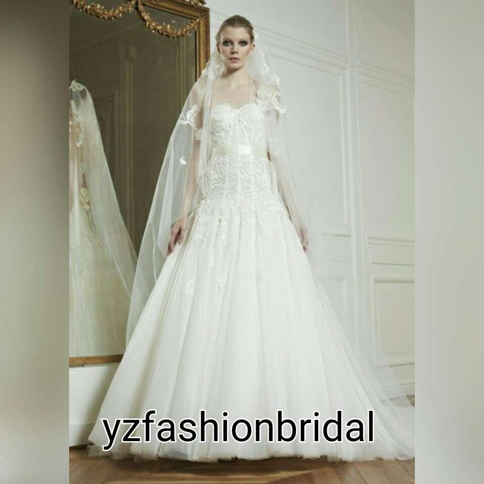 Victoria Beckham Says She Cannot Wear Heels Anymore Visit www.yzfashionbridal.com #weddingdresses #fashion #YZfashionbridal #bridal #love  #beach#faceanimalfun #xoxo #coverstar #crazycosplay #1 #firstselfieoftheyear