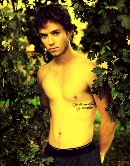 ... 😨 ummm Endures growing up as well as Jeremy Sumpter?