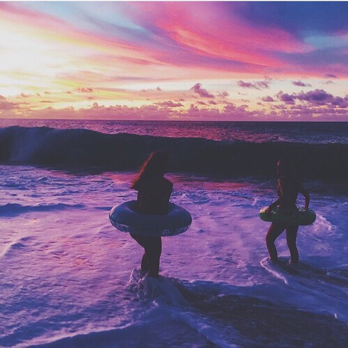 9. Take picturesss! They could be selfies or not, but artsy pictures are just a must have when you're with your friends, u feel me