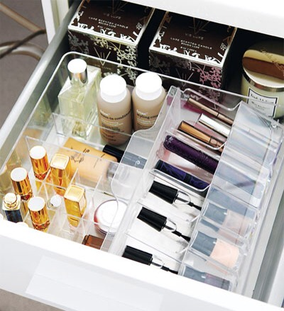 Makeup in Integrated Bin  This is so organized it's almost breathtaking :). Get control of your makeup supplies with this great, super-organized approach.
