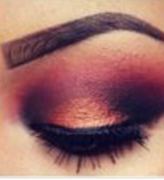 This is a makeup look to try at home a bit difficult but more simple ones on the way!!