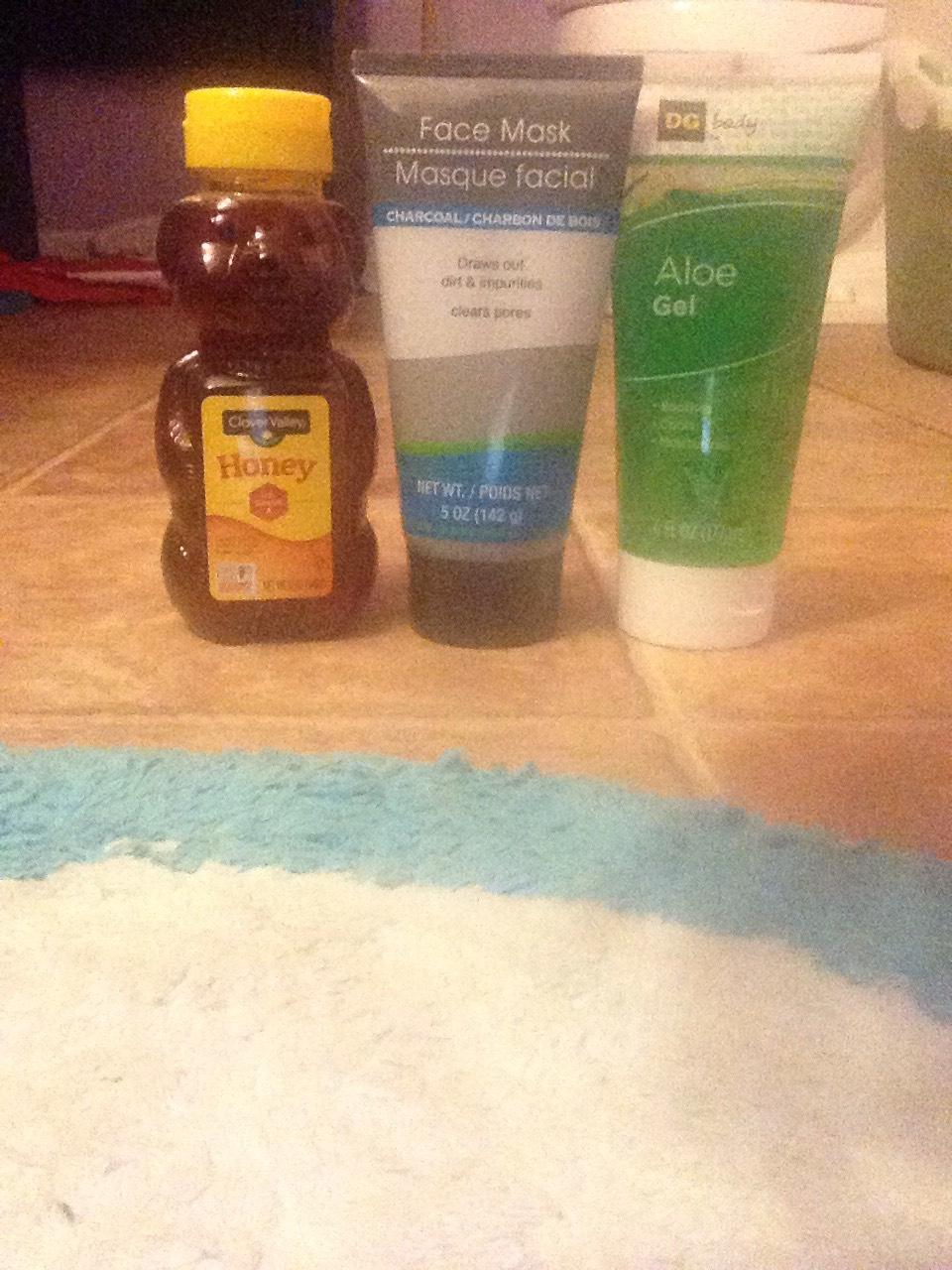 Honey/clay/aloe facial mask
