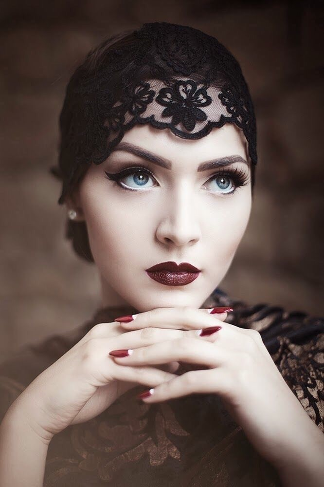 Smokey eyes were the must have of the day and there's not much of a difference between 1920s smokey eye and the common day smokey eye.