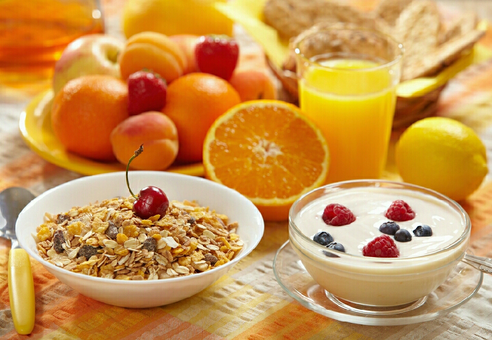 EAT BREAKFAST  It might sounds crazy, but having your early morning meal is vital when it comes to losing weight. Your metabolism needs a little kick to start burning those calories, so why not begin your day with a fat-burning bowl of breakfast?
