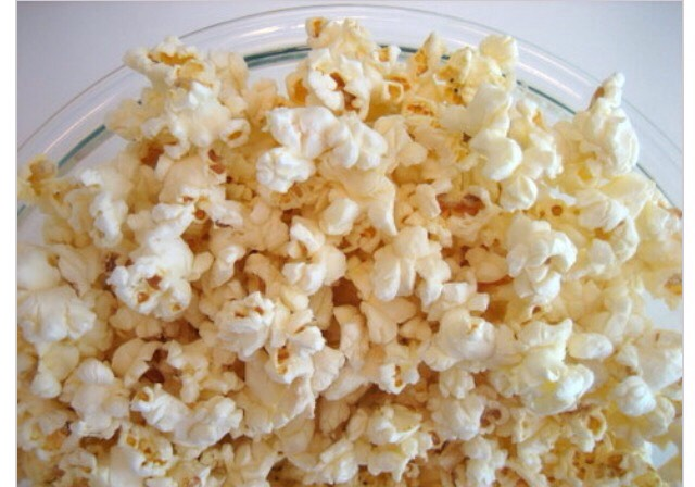 Step Four: Add gourmet topping A pinch of salt with a dab of butter is the most popular way to eat popcorn.