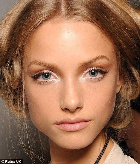 The benefits of white eyeshadow