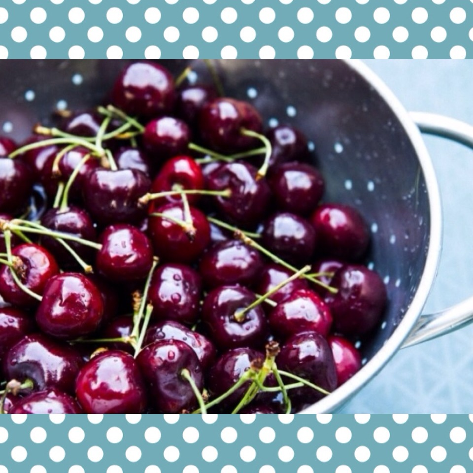 Did you know cherries have tons of health benefits? There are compounds in tart cherries that may help you slim down and get leaner. How? The anthocyanins in tart cherries activate a molecule that helps fat burning in your body and decreases fat storage!