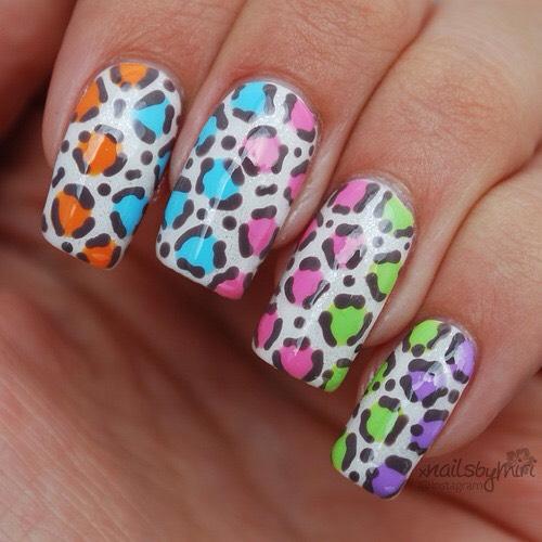 Beautiful animal print nail art.