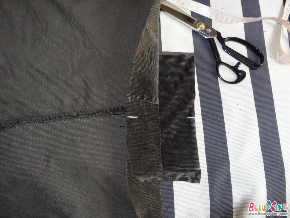 Now attach the zip part to the previously stitched part of the bag.