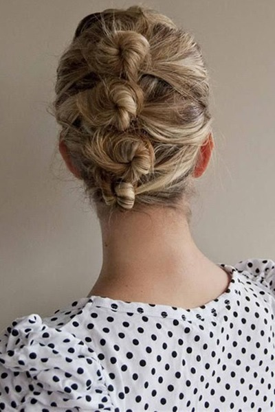 To get this look, simply separate the hair into sections and knot one on top of the other down the head.