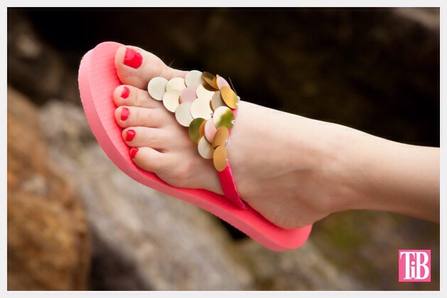 http://www.trinketsinbloom.com/diy-flip-flops-with-paillettes/