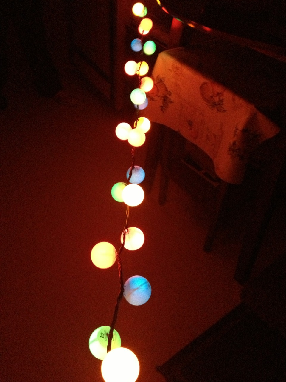 If you love the holidays like I do then you will love these easy chic DIY Christmas lights!!