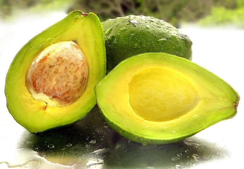 Have you ever tried cutting a avocado and instead of coming out like its normal shape you end up having mashed avocado?! Well here's a simple way to cut avocado!