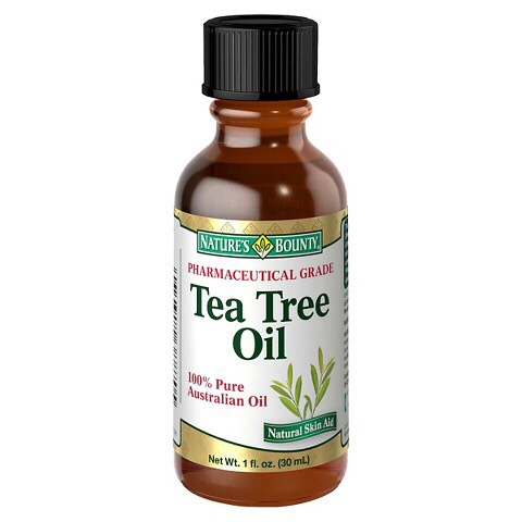 tea tree oil greatness❣ 1.treats pimples 2.antibacterial 3.hydrates skin 4.sooths away poors 5.great for taking every inch of makeup away💘