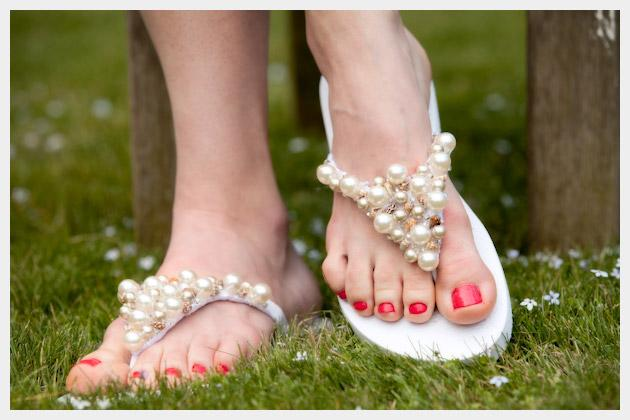 So whether you're just hanging out at home or on vacation at some exotic beach (oh I wish!) you really need to elevate your foot wear with some beads and seashells. These beaded flip-flops bring to mind thoughts of Palm Beach, tans, and some serious relaxing.