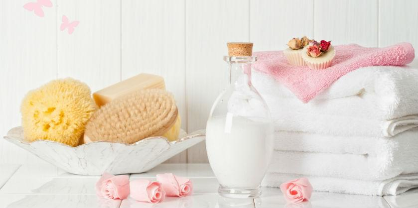Have you seen those beautiful and relaxing looking pictures of bath salts and coconut milk bath soaks on social media? If you already use them, you should know that besides being relaxing, bath soaks provide many skin and health benefits.