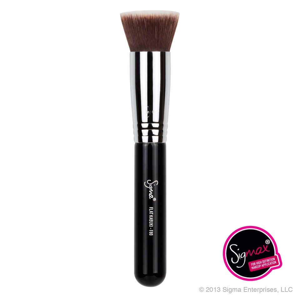 A good foundation brush to apply your foundation 💕 I would recommend the sigma f80 it gives a great coverage 💕
