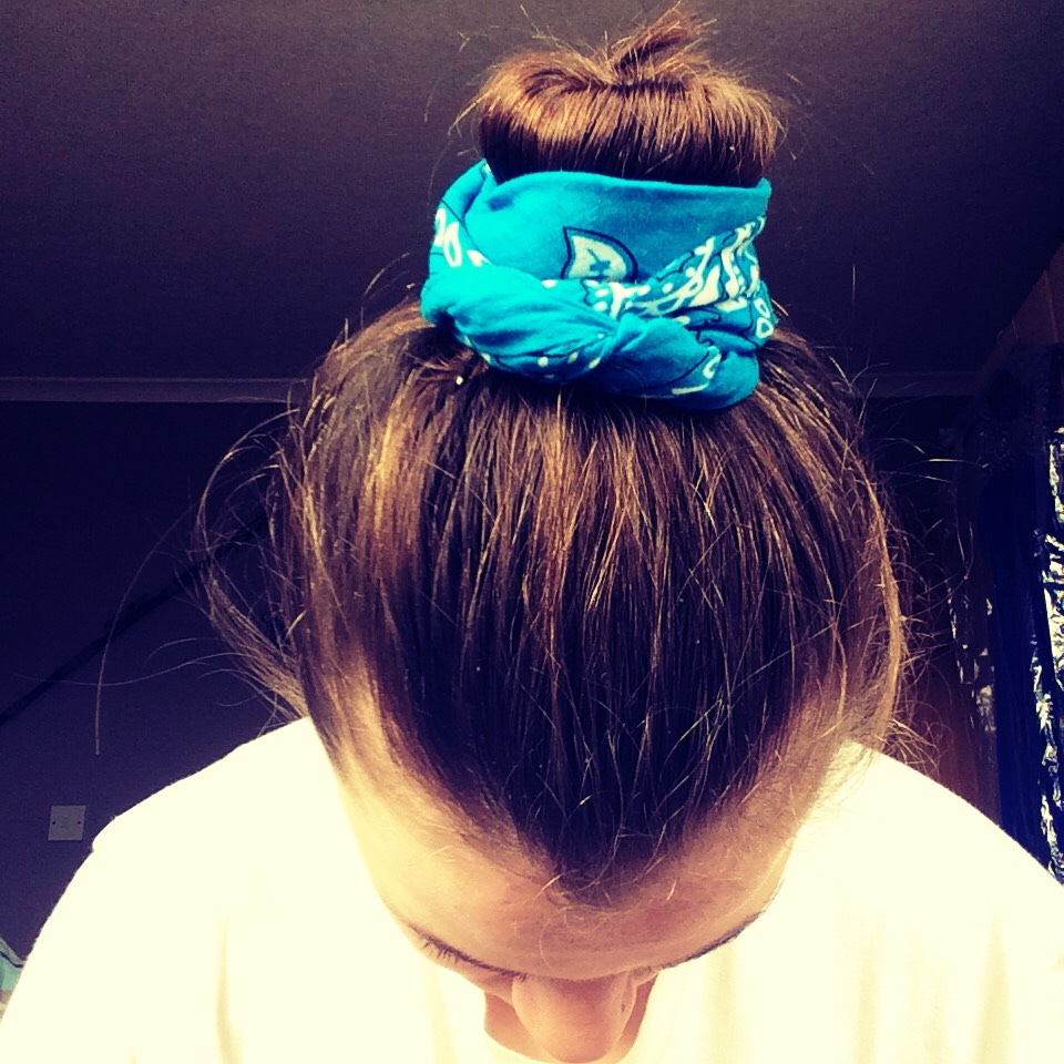 Clip the other parts of the bandana to the bun and voila! This is tricky and may take a few tries if your like me and bad with hair😹
