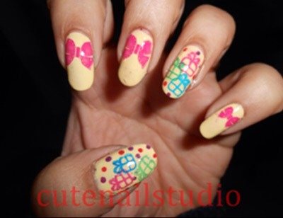 If you are good at stamping, then you can stamp bow on your nails.
