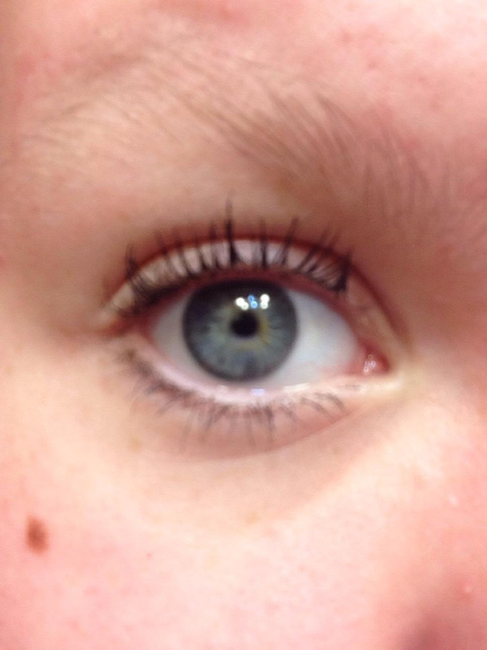Start with you usual mascara on the eyelashes