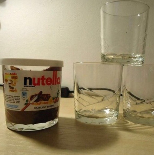 Turn Nutella jars into perfect glass cups