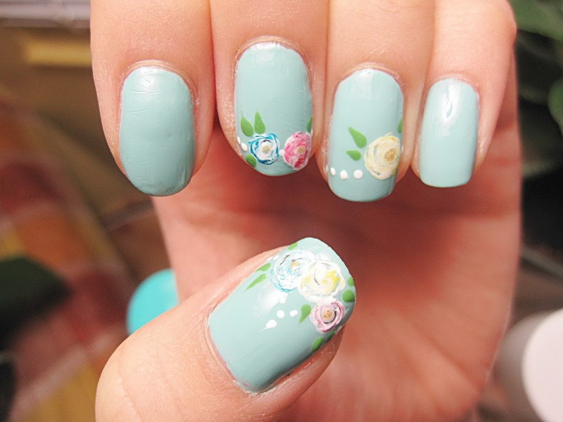 Pastel colours are bang on trend, so why not use them on your nails? Floral is such a cute pattern💐🌸🌷🌹🌻🌺