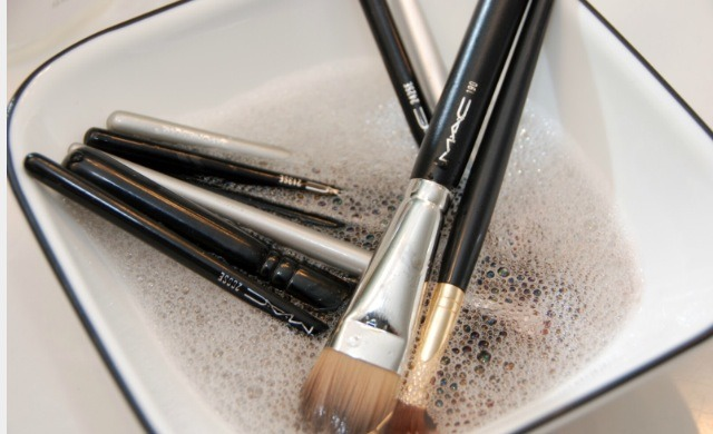 Make sure you clean your makeup brushes regularly to avoid a buildup of makeup residue and bacteria. You can purchase makeup brush cleaner from a drug or beauty store, or you can simply use shampoo and conditioner to clean your brushes as you would your own hair.