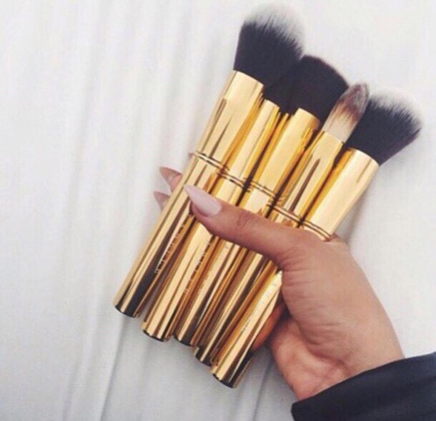 WASH YOUR BRUSHES If you frequently wear make-up don't forget to clean your brushes to prevent the spread of bacteria. Also not cleaning your brushes regularly the bacteria on the brushes will be put back on to your skin and potentially cause breakouts