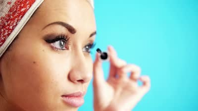 putting on mascara is usually pretty simple but here r some tips to help! -for a darker and controlled look use the tip of ur utemsil! when putting it on try curving ur eyelashes towards ur skin...the closer the better!it might seem crazy however it actually gives ur eyes a bigger look!