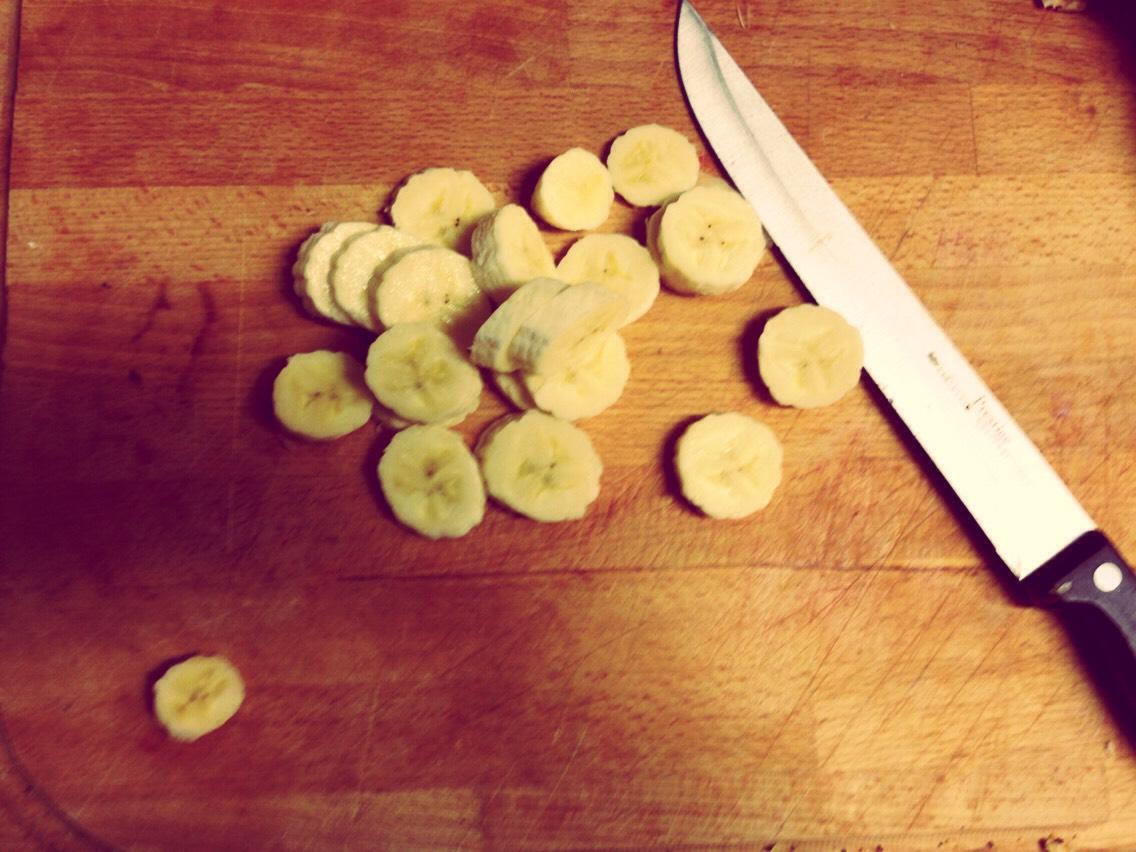 Slice 1 whole banana
