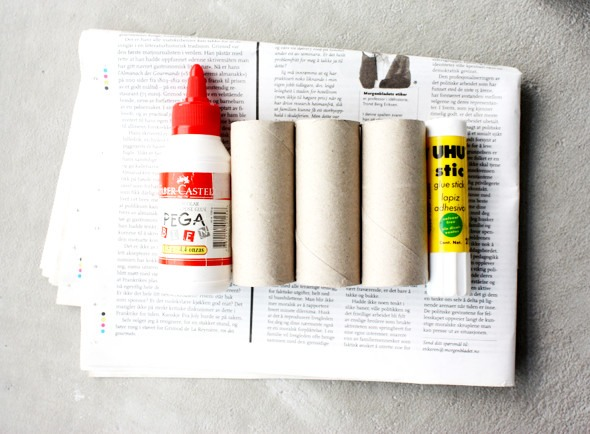 """Reuse your empty toilet paper rolls and make a pencil holder! Use a glue stick and attach newspaper to the rolls. Save some newspaper at the bottom, this will make the """"floor"""" so that the pencils don´t fall through. Glue the three rolls together with some multi purpose glue."""