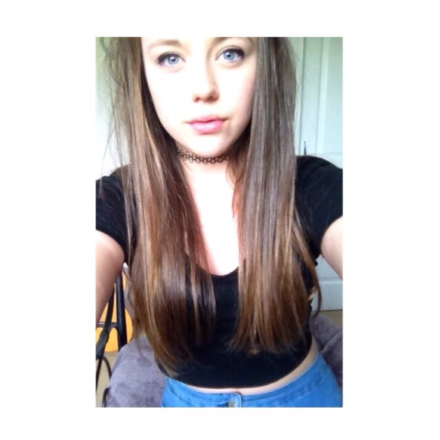 This is how long my hair is please follow and like👍👍💃💃💃